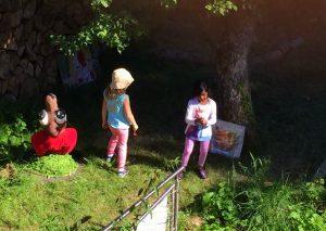 Einige der jungen Gäste auf der Suche nach #Wiesenhelden im Gartenreich
