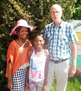 Diandra-Circle gemeinnützige GmbH in Zusammenarbeit mit Kagiso Learning Aid Project NGO, Südafrika, hier. rechts. Prof. Dieter von Willert
